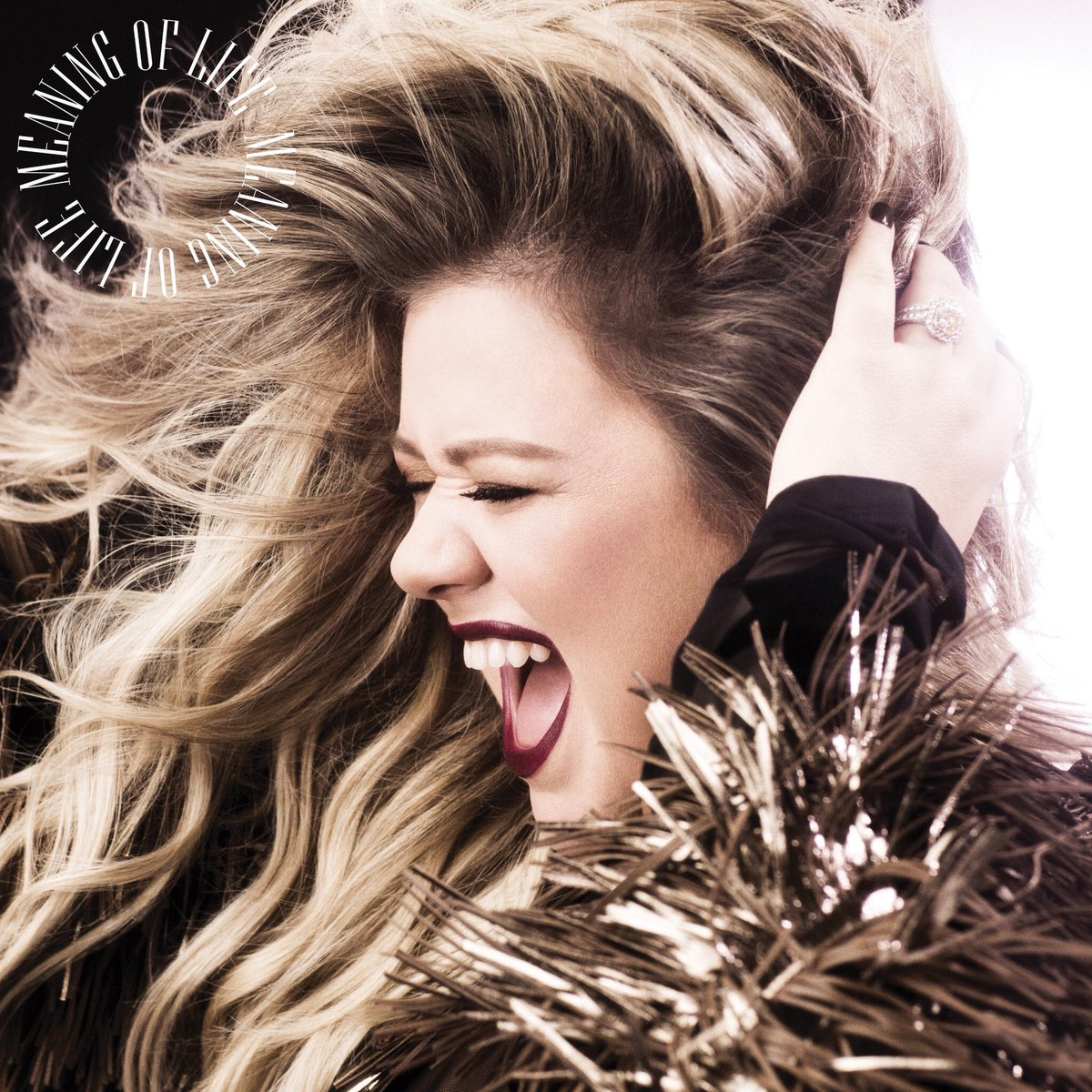 Kelly Clarkson makes her Atlantic Records debut!