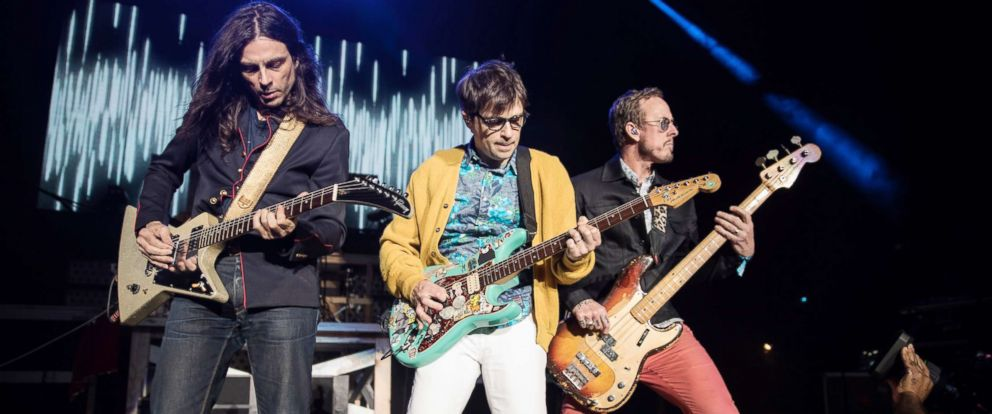 Weezer's 'Pacific Daydream' Longs for Summer's Past