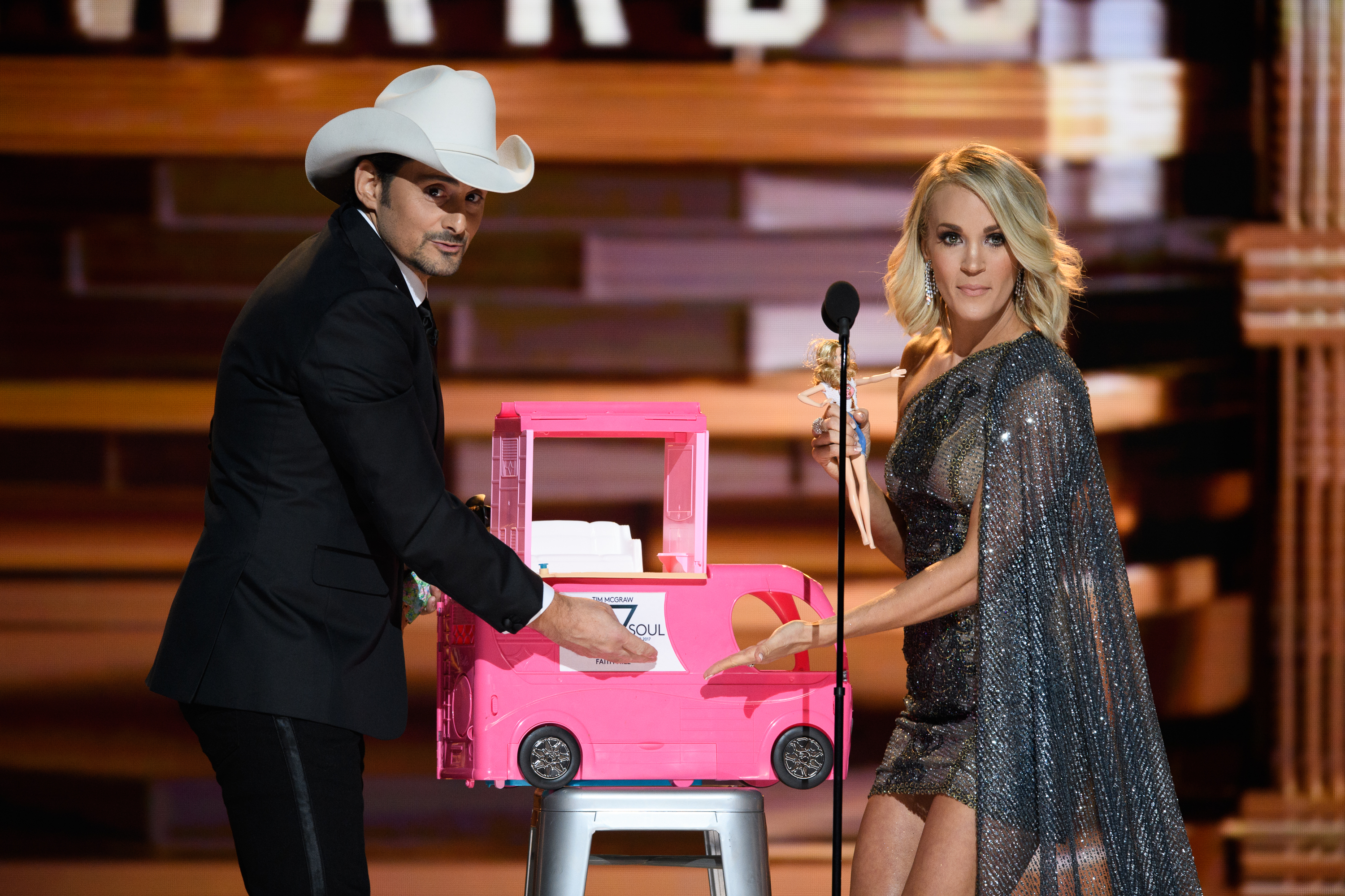What To Expect From The 2017 CMA Awards On November 8