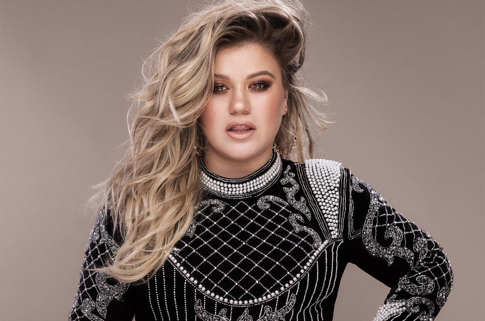 Kelly Clarkson Shows Us 'The Meaning of Life' with New Album