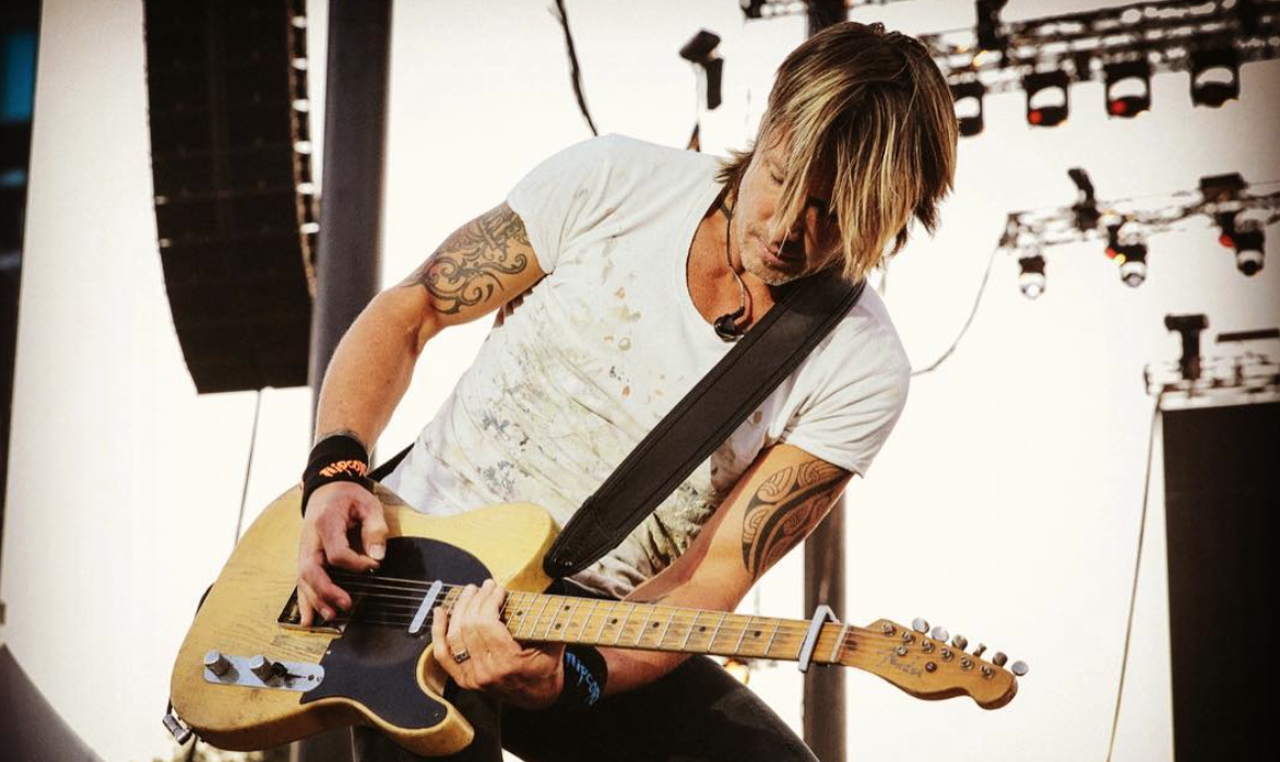 """Keith Urban is Breaking Country Barriers With """"Female"""""""